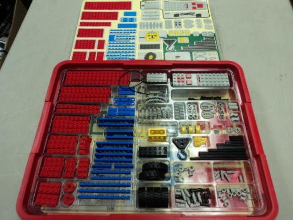 Boite LEGO DACTA utilisée pendant les stages