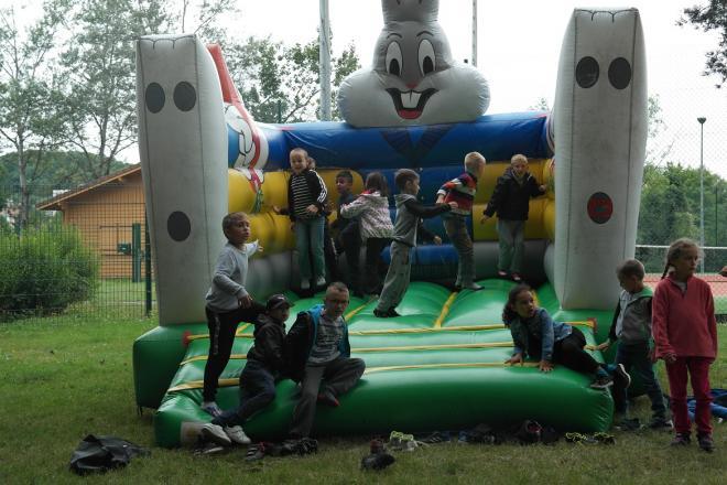 On s'amuse aussi dans le château gonflable