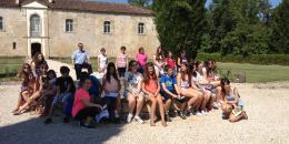 Jeunes devant le chateau de Calatayud